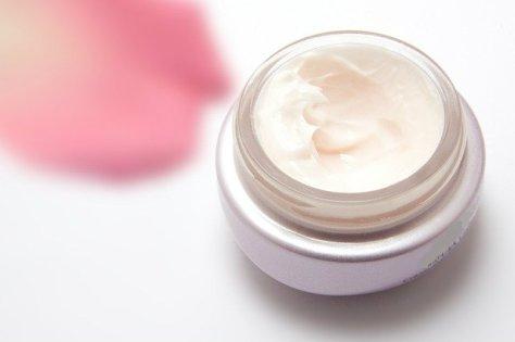 skin cream-194116_640